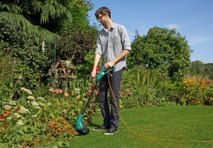 Man corded strimmer Lawn Mower Wizard
